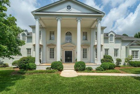Photo Of 3920 Paces Mnr Se, Atlanta, GA 30339. House For Rent
