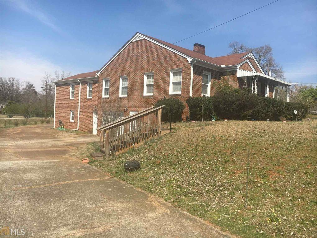 421 Bartson St, Lavonia, GA 30553