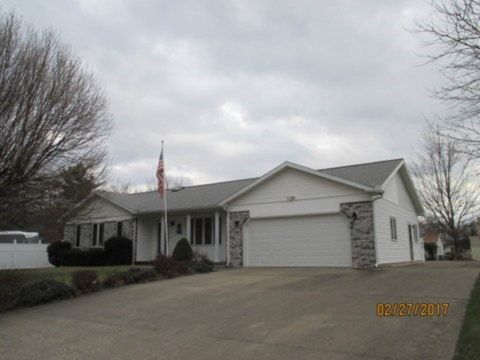 Photo of 703 W Mefford St, Robinson, IL 62454