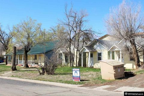 406 N 7th St, Thermopolis, WY 82443