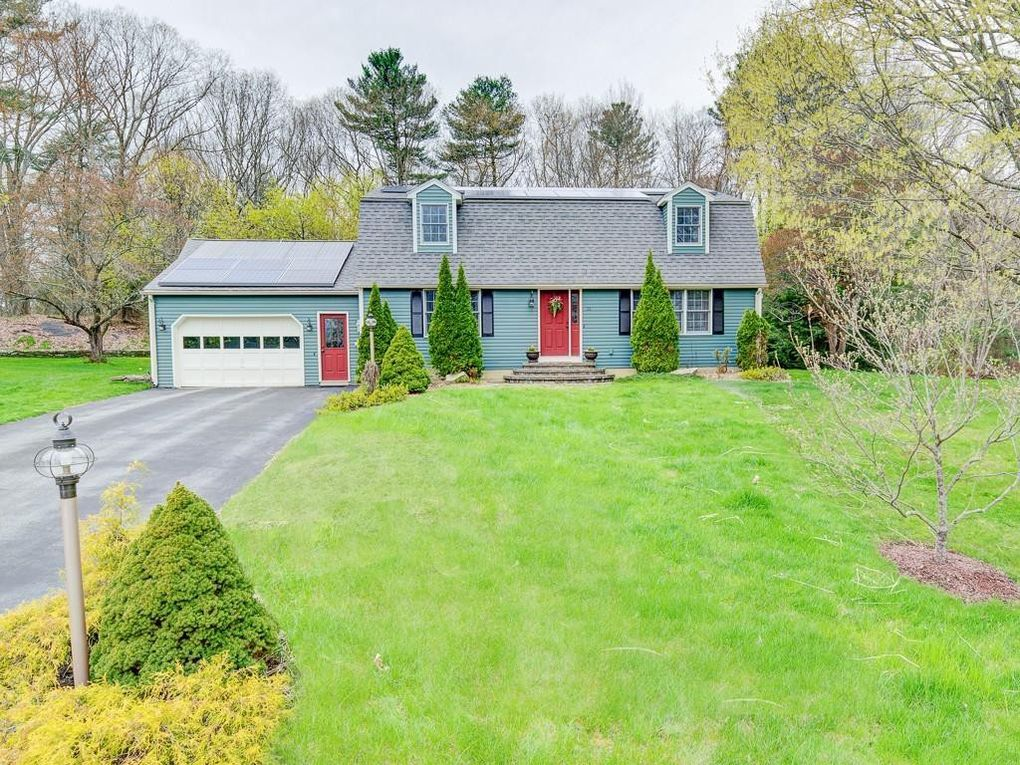 35 June St Dudley, MA 01571