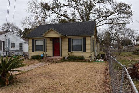 1215 Avenue H, Bay City, TX 77414