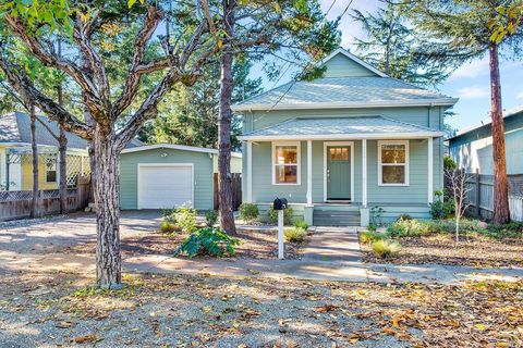 Photo of 211 Mulberry Dr, Cloverdale, CA 95425