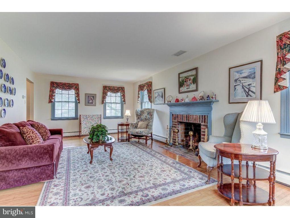 672 Glenmary Rd Wayne, PA 19087