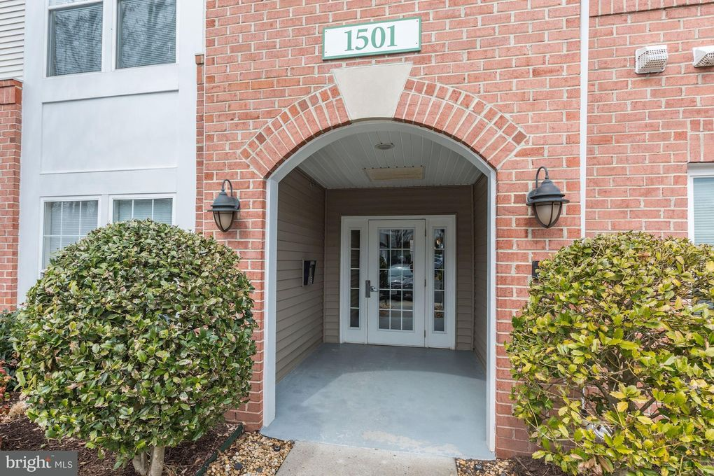 1501 North Point Dr Apt 202, Reston, VA 20194