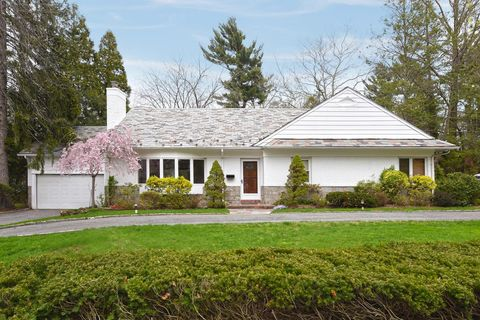 50 S Somerset Dr, Great Neck, NY 11020
