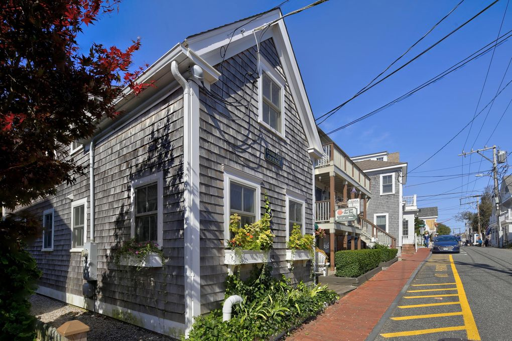 130 Commercial St, Provincetown, MA 02657