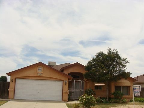 4594 N Barcus Ave, Fresno, CA 93722