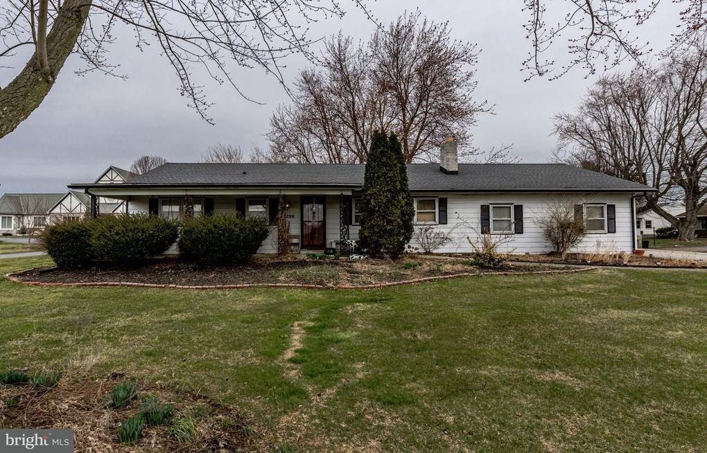 2299 Hobson Rd, Lancaster, PA 17602