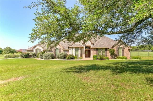 2306 E Emerald Bend Ct, Granbury, TX 76049