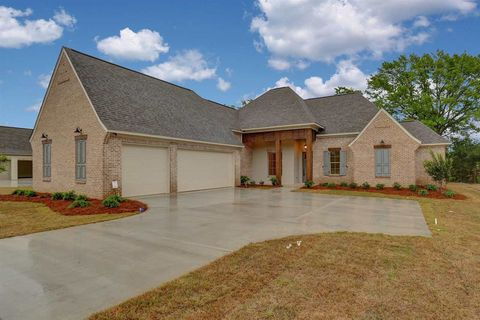 126 Coventry Ln, Canton, MS 39046