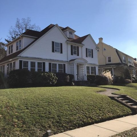 Photo of 136 Coolidge Rd, Worcester, MA 01602