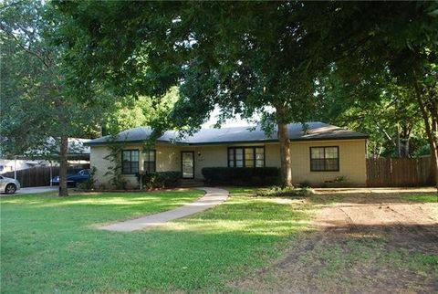 hillsboro tx houses for sale with swimming pool realtor