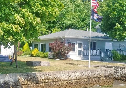 3259 N Plum Point Rd, Himrod, NY 14842