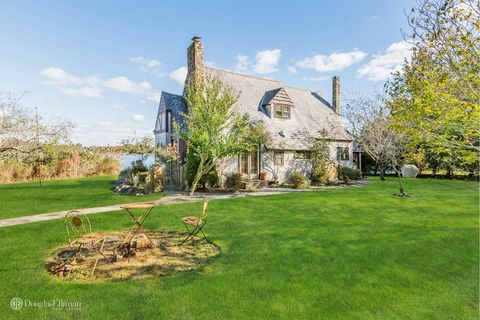 Photo of 123 Paquatuck Ave, East Moriches, NY 11940