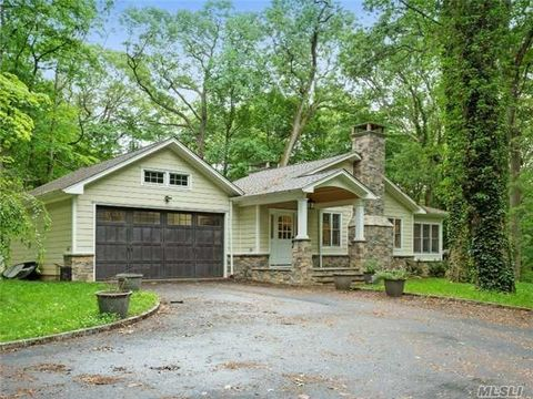 10 Laurel Cove Rd, Oyster Bay Cove, NY 11771