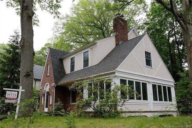 130 Marvelwood Dr, New Haven, CT 06515