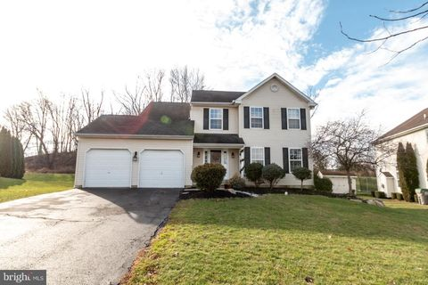 128 Springfield Dr, Sellersville, PA 18960. House For Sale