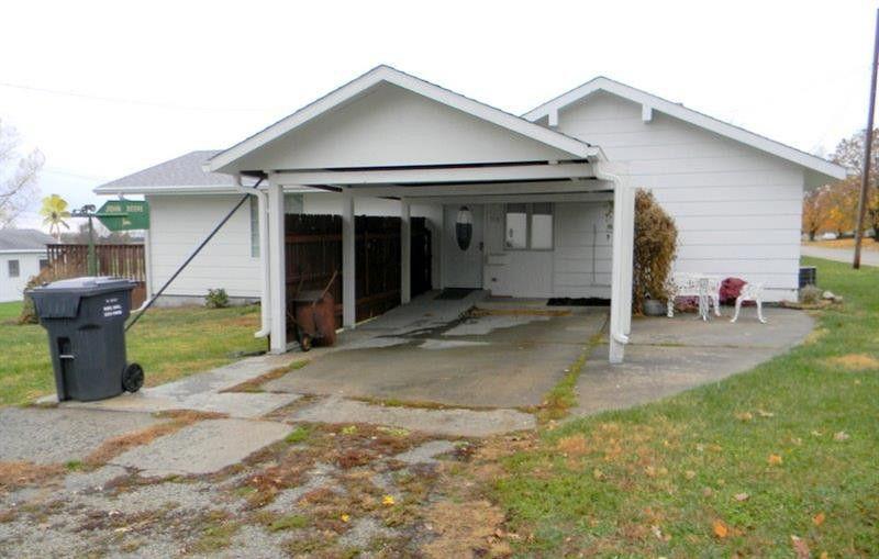 310 W 17th St, Horton, KS 66439