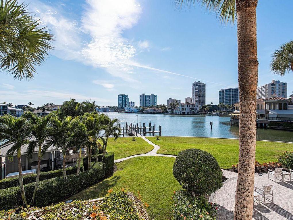250 Park Shore Dr Apt 101, Naples, FL 34103