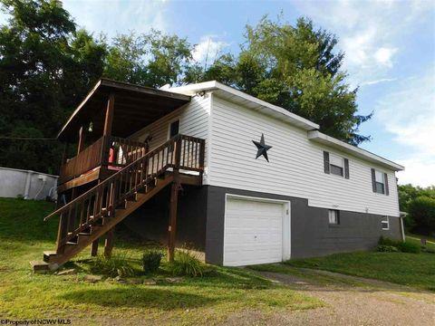 692 Bald Hill Rd, Mount Morris, PA 15349
