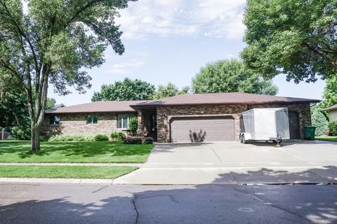 Photo of 1555 Riverview Dr, Huron, SD 57350