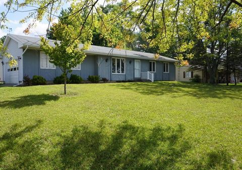 11 Maple Ct, Chelsea, MI 48118