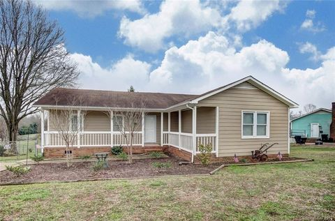 4613 Country Meadows Dr, Gastonia, NC 28056