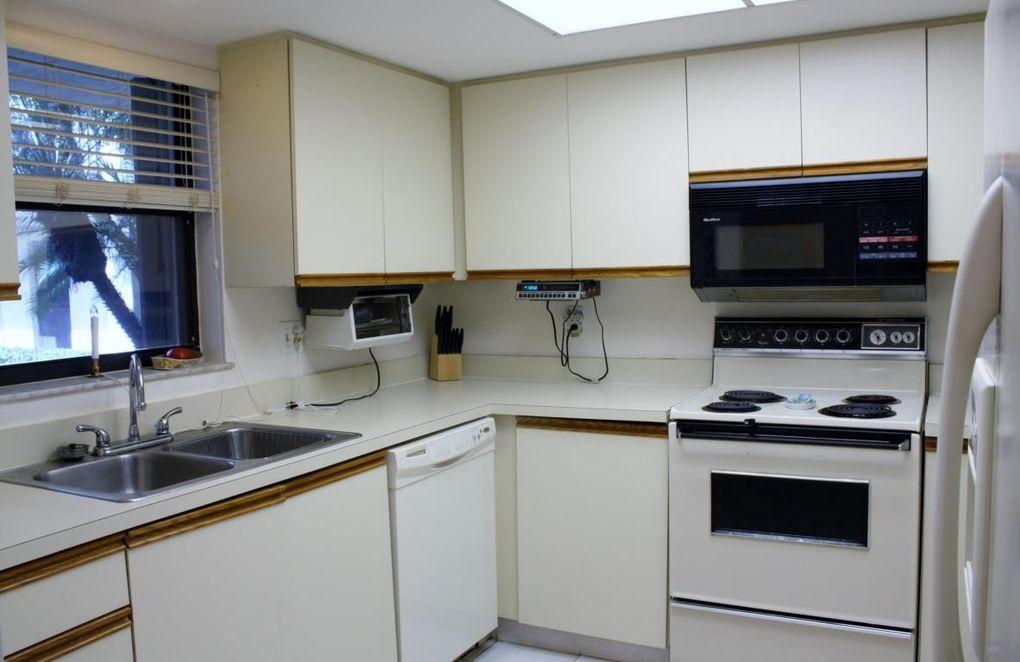 211 Sw South River Dr Apt 102, Stuart, FL 34997