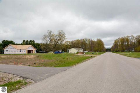 Photo of 5711 Timber Flats Dr, Kingsley, MI 49649