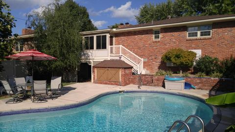 Loma linda mo houses for sale with swimming pool for Homes for sale in illinois with indoor pool