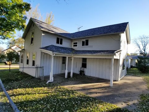 Photo of 301 E 2nd St, Leaf River, IL 61047
