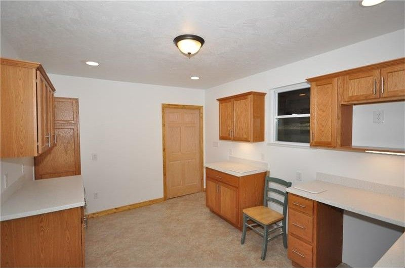 635 Valley St, Oakmont, PA 15139 - realtor.com® on kensington collection, everett collection, south park collection, mercer collection,