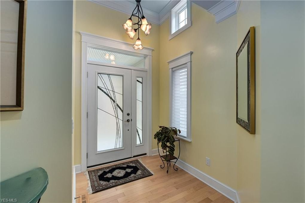 Admirable 1046 Kenneth Dr Lakewood Oh 44107 Squirreltailoven Fun Painted Chair Ideas Images Squirreltailovenorg