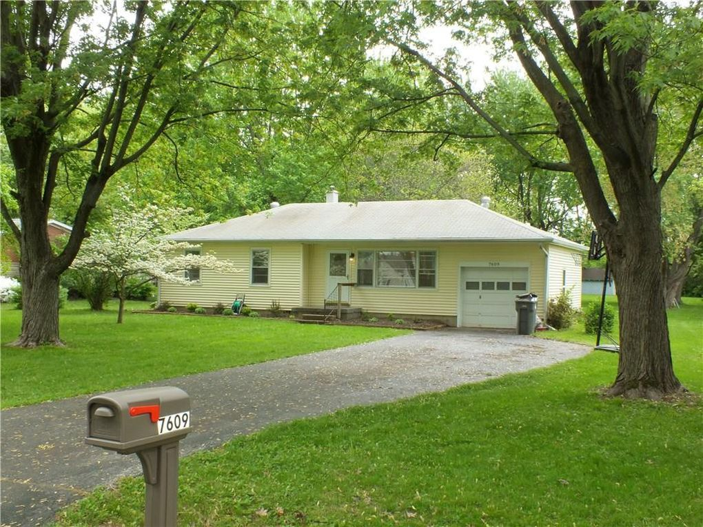 7609 S Oak Dr Indianapolis, IN 46227