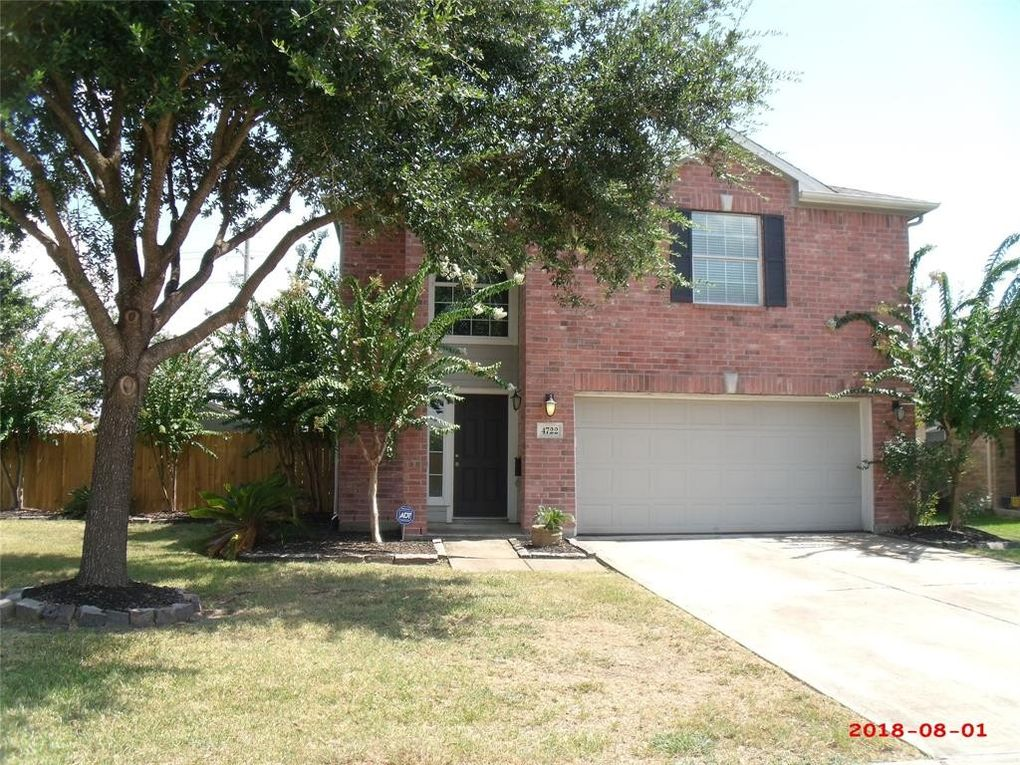 4722 Pelican Bay Ln, Baytown, TX 77523