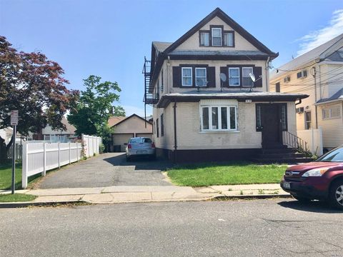 9429 226th St, Floral Park, NY 11001