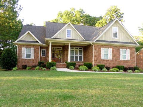 726 Creekside Dr, Sanford, NC 27330
