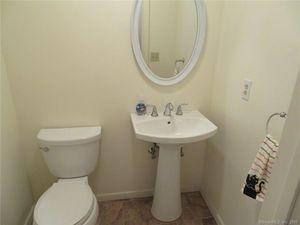 32 Putting Green Ln Prospect Ct 06712 Bathroom