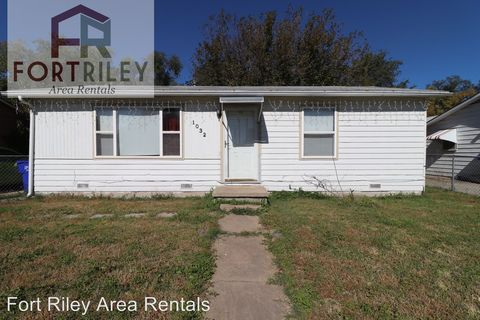 Photo of 1032 W 14th St, Junction City, KS 66441