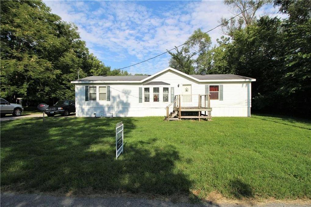 725 Pine St Sweet Springs, MO 65351