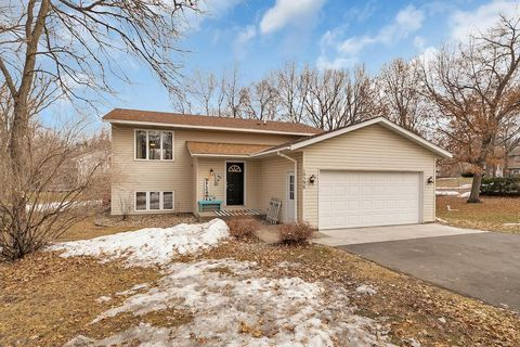 Photo of 10598 44th St, Clear Lake, MN 55319