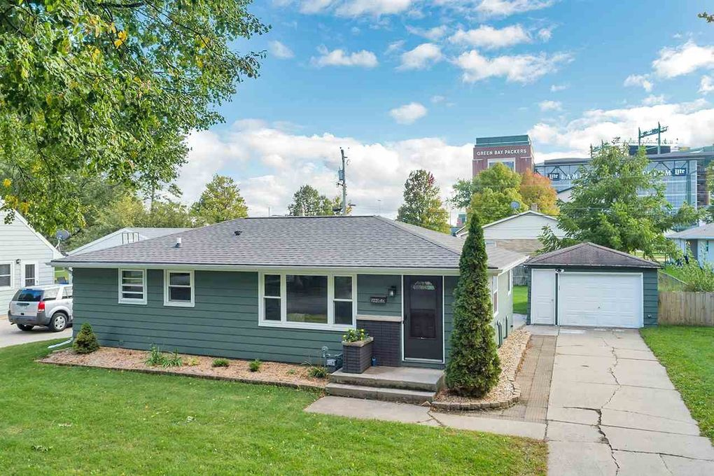 1221 Thorndale St, Green Bay, WI 54304