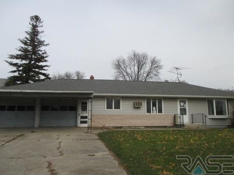Photo of 310 W Trosky Rd, Edgerton, MN 56128