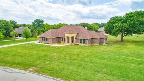 Photo of 100 Foxpointe Cir, Weatherford, TX 76087