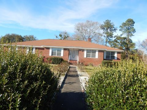 Photo of 401 Christopher Dr, Hinesville, GA 31313