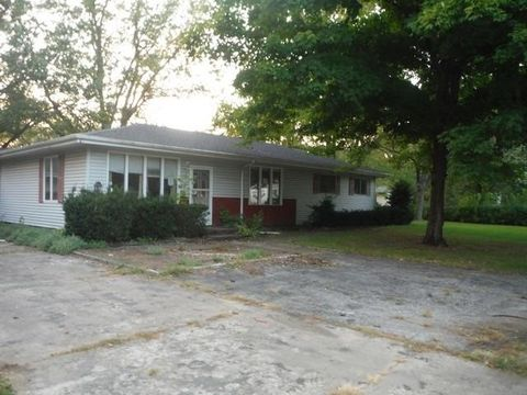 1004 Strong Rd, Kouts, IN 46347