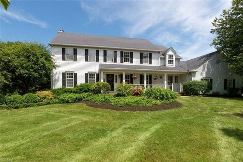 Photo of 400 Deer Ct, Chagrin Falls, OH 44022