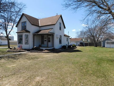 Photo of 810 14th St S, Benson, MN 56215