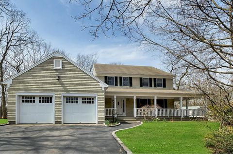 Photo of 2 Sorrento Ct, Miller Place, NY 11764